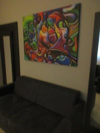 Hotel Chemnitzer Hof: Kunst über dem Sofa