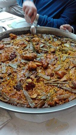 Picassent, Spagna: 2 Paellas como esta para 14 comensales