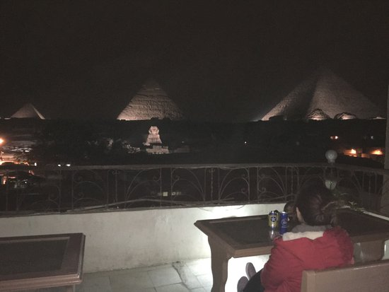 Pyramids View Inn: Free light show from the Hotel