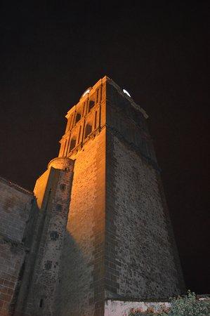Zafra, España: TORRE DE LA COLEGIATA,VISTA NOCTURNA