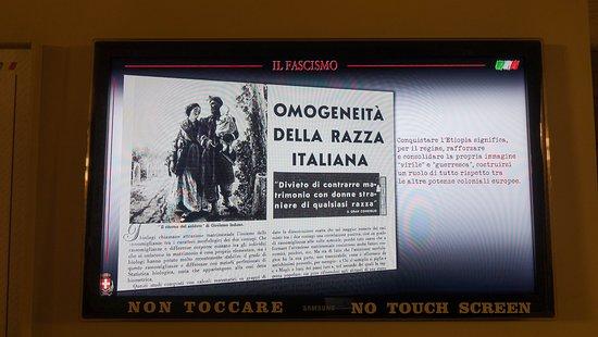 Asti, Italy: idee del periodo fascista sui pannelli esplicativi