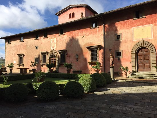 Greve in Chianti, Italia: Beautiful grounds and buildings,