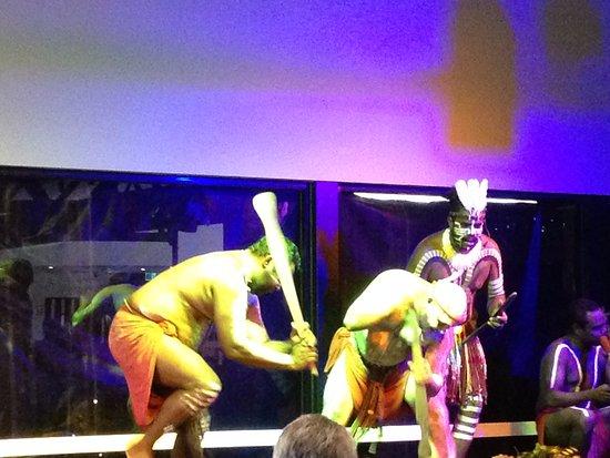 Tjapukai Aboriginal Cultural Park: Tribal dance