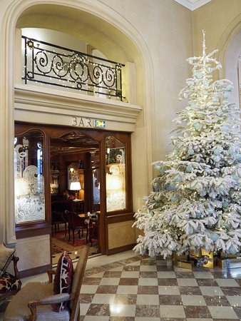 Regina Hotel: Entrance to Bar