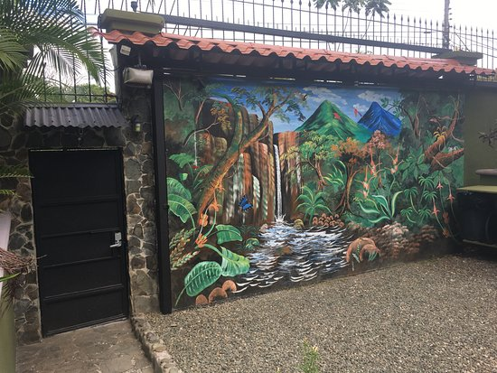 Villas Oasis: entrance and garage door showing high security