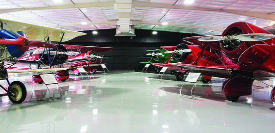 Tullahoma, Τενεσί: The newly renovated Walter Beech Hangar. Several very rare aircraft are on exhibit.