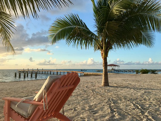 St. George's Caye, เบลีซ: Beach and dock on the windward side of the island. Oceanfront cabanas and lodge are behind.