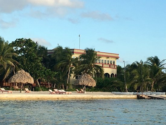 St. George's Caye, เบลีซ: View of the beach, the oceanfront cabanas and villa on the windward side from the front dock.