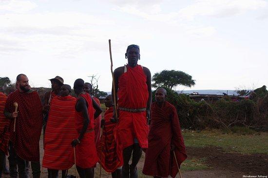 Eyes on Africa Safaris: The famous Maasai jumping dance