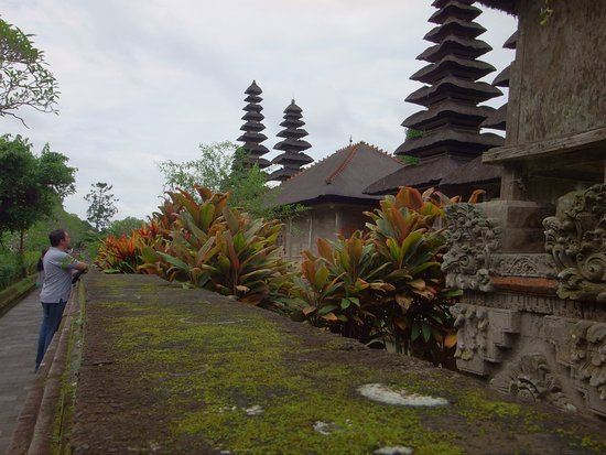 Mengwi, Indonesia: Gardens are so neat and beautiful