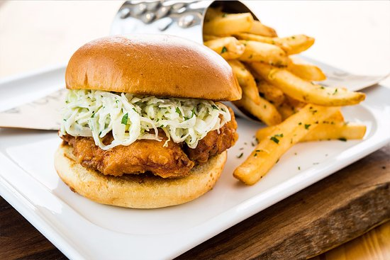 Edison, Nueva Jersey: Topgolf Fried Chicken Sandwich
