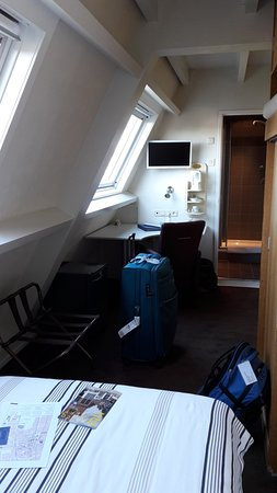 Hotel Leeuwenbrug: Single room. Small, but I had everything I needed. Clean.