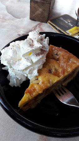 """Hotel Leeuwenbrug: I had this apple tart with whipped cream at the """"Liefhebber"""" restaurant near the hotel."""
