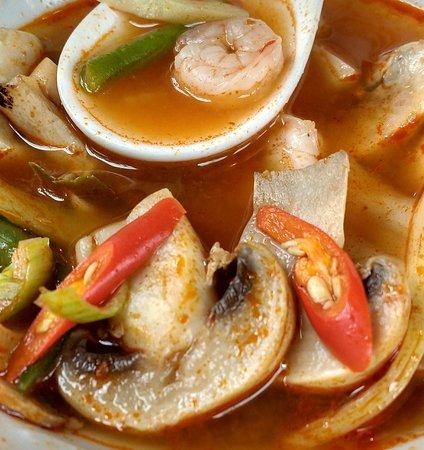 Forchheim, Tyskland: Super leckere Suppe scharf!! mit Krabben
