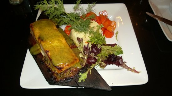 Georgetown, Kalifornia: Salmon on a Cedar Plank