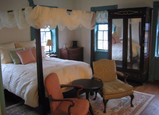 Burton, OH: Cherry Room