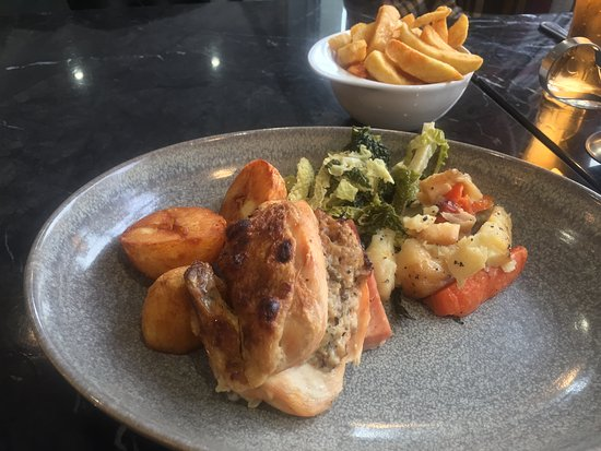 Ballynahinch, UK: Roast Stuffed Chicken and ham & Veg with Chips (Gravy on the side)