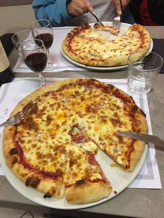 Oullins, Fransa: Une belle pizza