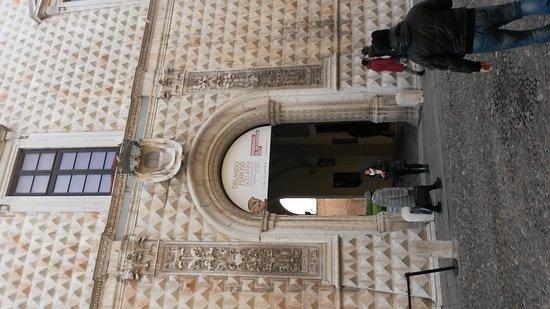 Palazzo dei Diamanti: 20170114_144202_large.jpg