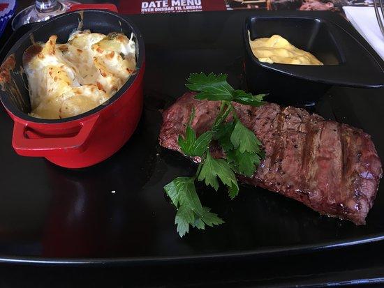 Esbjerg, Danmark: Flank Steak with Scalloped Potatoes