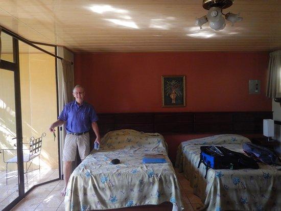 Ara Ambigua Lodge Aufnahme