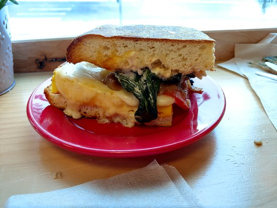 Richmond, VT : Egg, Tomato, Spinach Sandwich 01