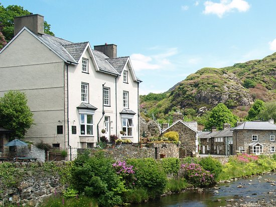 Victorian country guest house located in the centre of the award-winning village of Beddgelert.