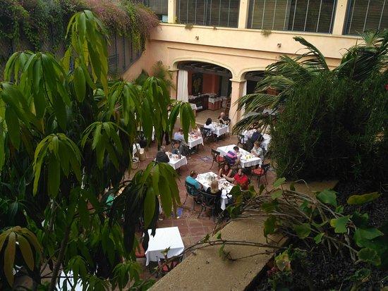 Gran Hotel Atlantis Bahia Real: terraza donde desayunar, tambien la hay cubierta