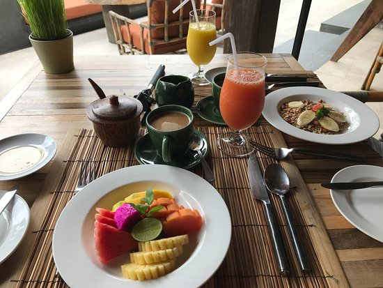 The Purist Villas and Spa: breakfast; fruit, juice and coffee