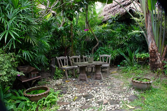 Railay Village Resort: a lovely sitting area in the Garden
