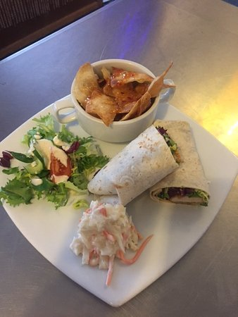 Forfar, UK: Sweet chilli chicken wrap and tortillas x