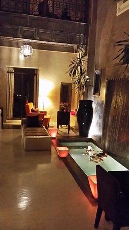Riad Dar One: patio au calme aux sons de l'eau