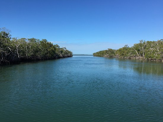 Sugarloaf Key, فلوريدا: Spectacular colors. Great rental boat. Easy enough to reserve, pick up and return.  Price was re