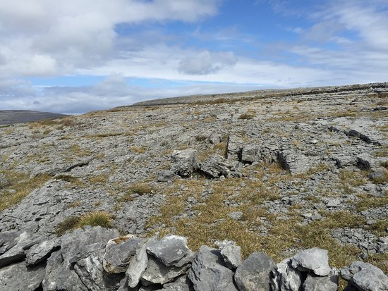 Corofin, Irland: The Burren, lot's of rock & archaeological site!