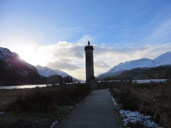 Glenfinnan, UK: Beautiful statue in a stunning location