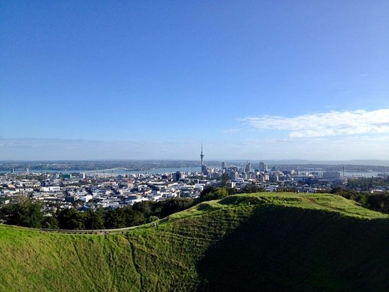 Remuera, Nya Zeeland: View of Auckland City and Sky Tower from Mt Eden