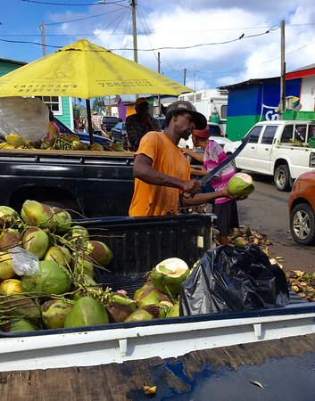 Gros Islet, St. Lucia: Buying coconuts from the vendor at Castries Market
