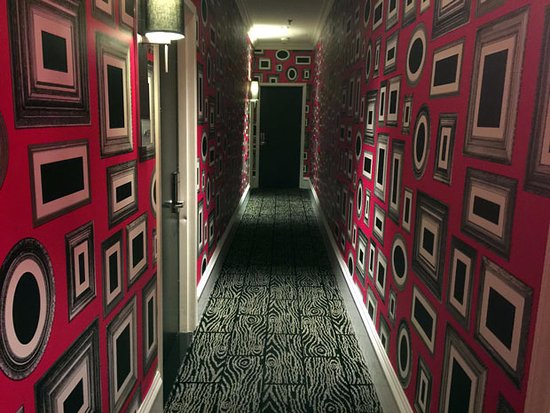 ذا مودرن: Colorful hallway.