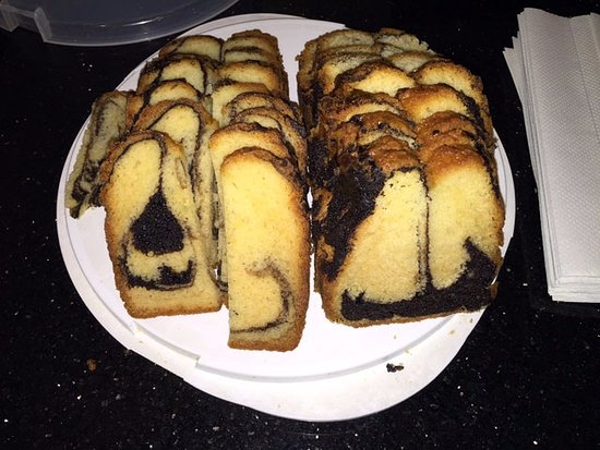 Moderne Hotel: Free marble cake for guests.
