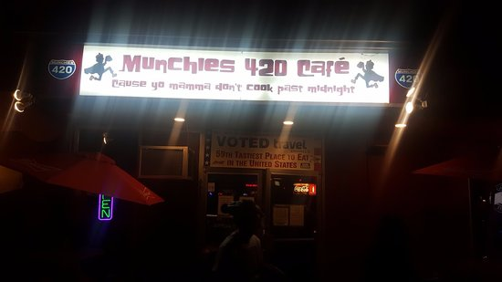 Munchies 420 Cafe: Nighttime exterior of the store