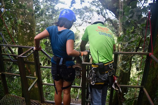 Ecoglide Arenal Park: Walking the plank at the Tarzan swing.