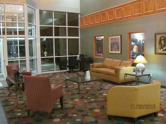 Peru, IN: Another view of the lobby.