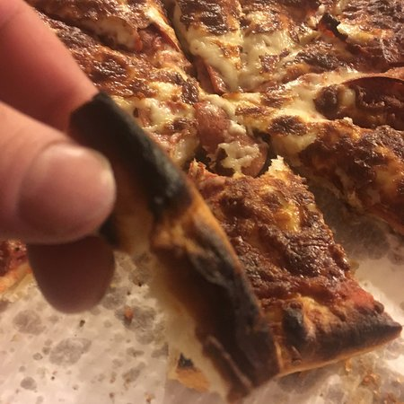 Vegas Bar & Grill: Horrible pizza burnt.