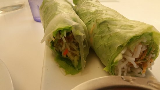 Norcross, Τζόρτζια: Spring rolls with rice paper wrap - pick these bad boys up and gobble them down....wowsa!