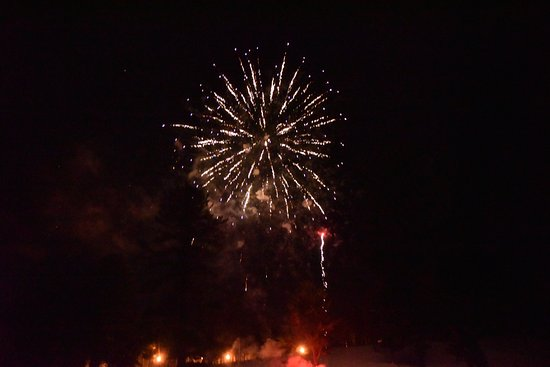 Iron Mountain, MI: Pine Mountain Resort Fireworks