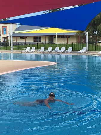 West Beach, ออสเตรเลีย: Early morning swim at Adelaide Shores caravan park