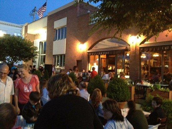 Mamaroneck, Estado de Nueva York: Outdoor music every Thursday during summer