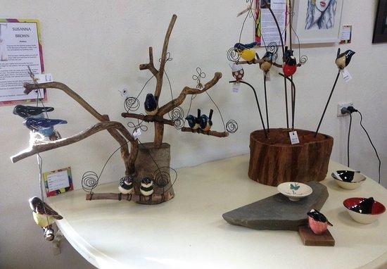 Auburn, Αυστραλία: Ceramic Birds by resident Artist Susanna Brown
