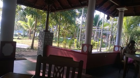 Palmgrove Lake Resort: Restra
