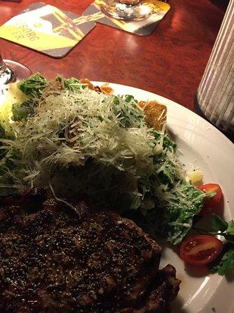 Anchor Inn: Delish Steak and Cesar